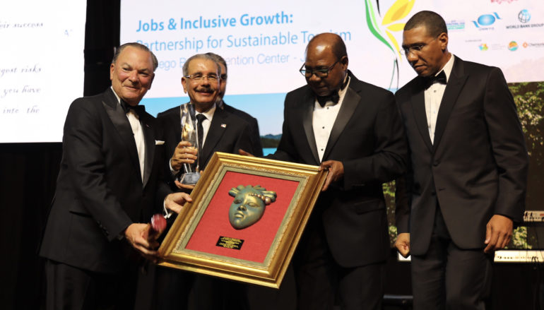Rainieri premiado con el Global Legends of the Caribbean Awardees